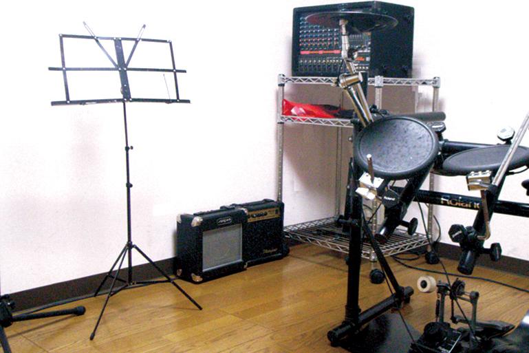サウンドプルーフルーム<br> 音楽系の学校に通われる方々や趣味で楽器好きな方々にオススメのスキルアップスペースです。