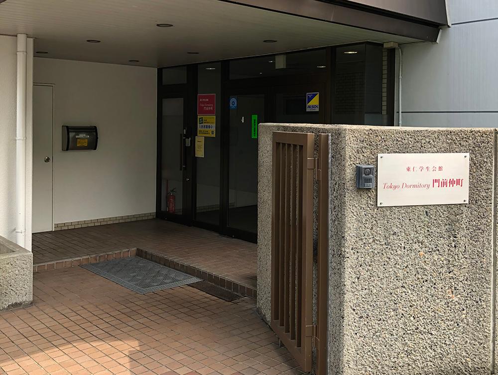 玄関オートロック<br> 玄関はもちろんオートロック。関係者以外は立ち入りできない安心の環境。<br> 学校に行っている間の郵便物は、会館責任者が代わりに受け取ってくれるので安心です。