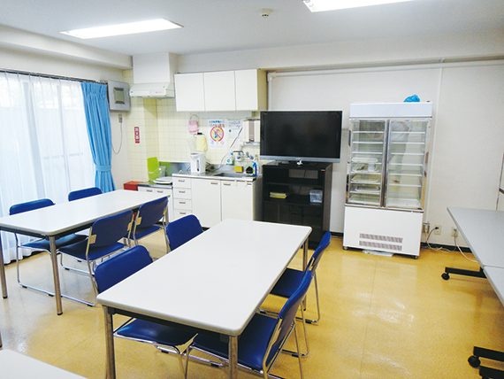 ダイニングルーム完備。おいしい食事が待っています。<br> 毎日の規則正しい学生生活を支えます。<br> 寮母が心のこもった美味しいお料理をご用意しています。<br> ※Wi-Fi設置