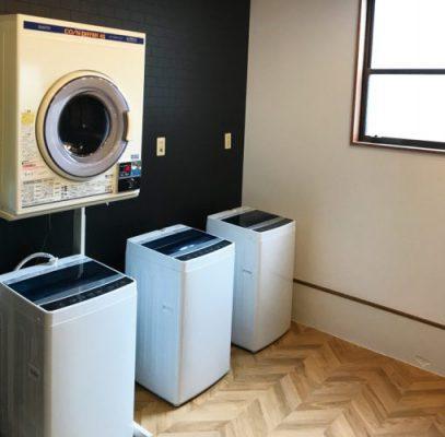 ランドリールーム<br> 洗濯機は無料でご利用いただけます。コイン乾燥機も完備しておりますので、雨の日でもしっかり洗濯できます。