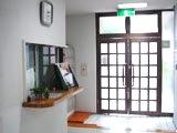 玄関オートロック機能付<br> 玄関はオートロックで、関係者以外は立ち入りできない安心の環境。<br> 学校に行っている間は、郵便物も会館責任者が代わりに受け取ってくれるので安心です。