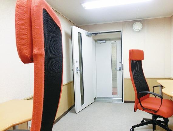 自習室<br> 落ち着いた空間で自由な時間を有効活用!<br> 授業の予習、復習や試験前の勉強などに最適な設備をご用意しています。