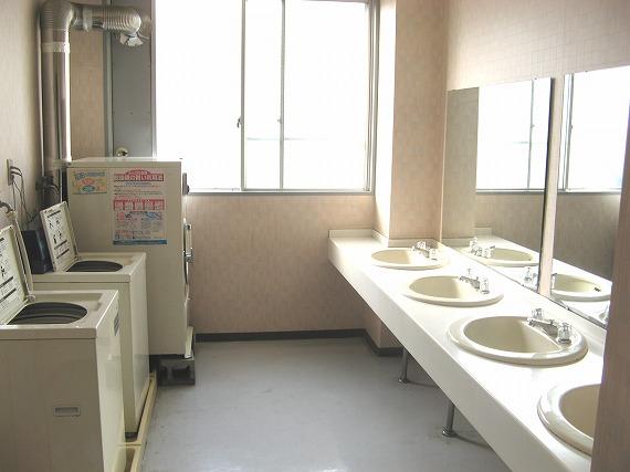 コインランドリー完備<br> ランドリーコーナーでしっかり洗濯。<br> 乾燥機が使えるため、雨の日でもしっかり洗濯できます。