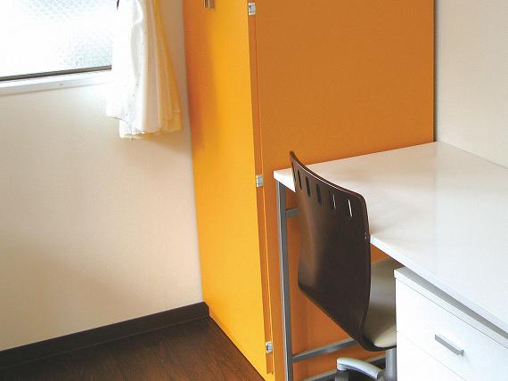 """デザイナーズルーム<br> 会館のイメージカラー """" オレンジ """" を基調とした人気のデザイナーズルームもございます。"""