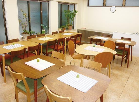 ダイニングルーム完備。おいしい食事がまっています。<br> 毎日の規則正しい学生生活を支えます。<br> 寮母が心のこもった美味しいお料理をご用意しております。<br> ※Wi-Fi設置