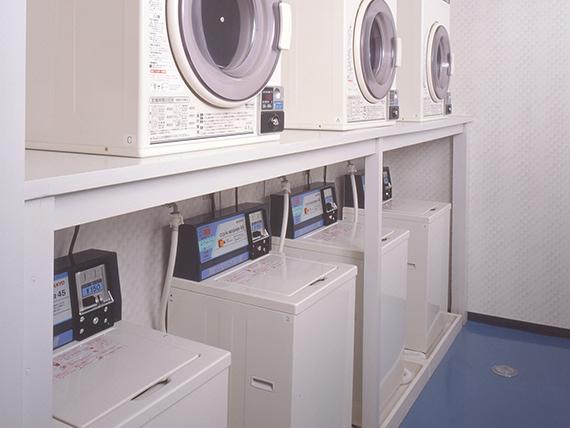 コインランドリー<br> ランドリールームでしっかり洗濯。<br> 乾燥機が使えるから、雨の日でも安心して洗濯ができます。